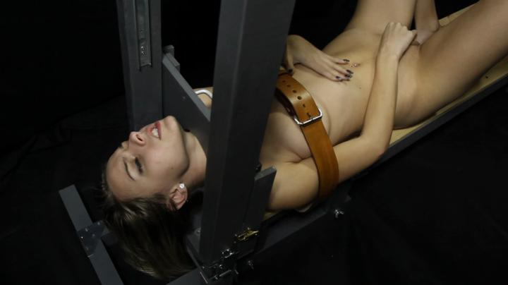The Guillotine-Guillotine Orgasm Chloe Toy