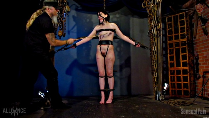 BDSM-Restrained Cane en Dragontail